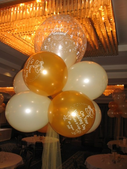 9 latex balloons arranged into a cloud formation with the top balloons being a 16 inch double bubble