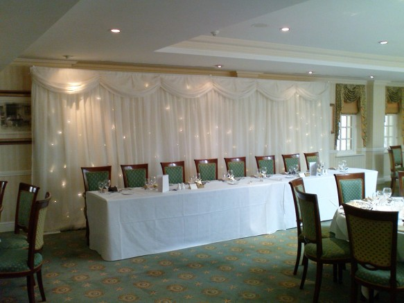 A free standing cloth with over 250 white fibre optic light that are static or softly twinkling. This cloth will create the backdrop for the entire top table party