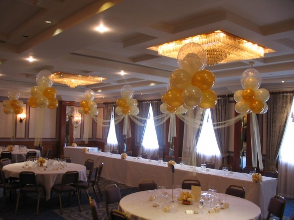 4 cloud 9s on the top table with linking tulle. This decor co-ordinates with the cloud 9 table bouquets