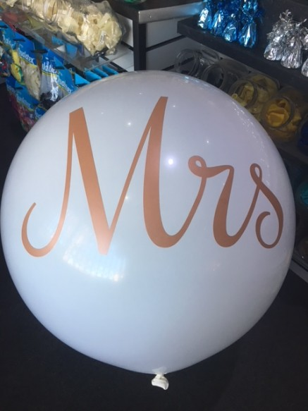 "Qualatex 3ft Standard white latex with a double side pearlescent Rose Gold print ""MRS"""